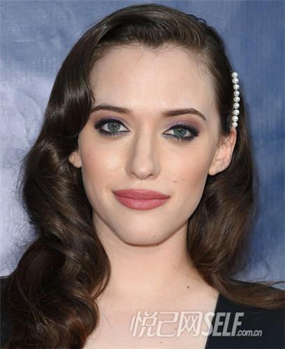 蔡依林:优雅偏分       天后蔡依林的这款发型可谓是修饰脸型的